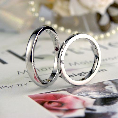 側面にダイヤを留めた手作り結婚指輪