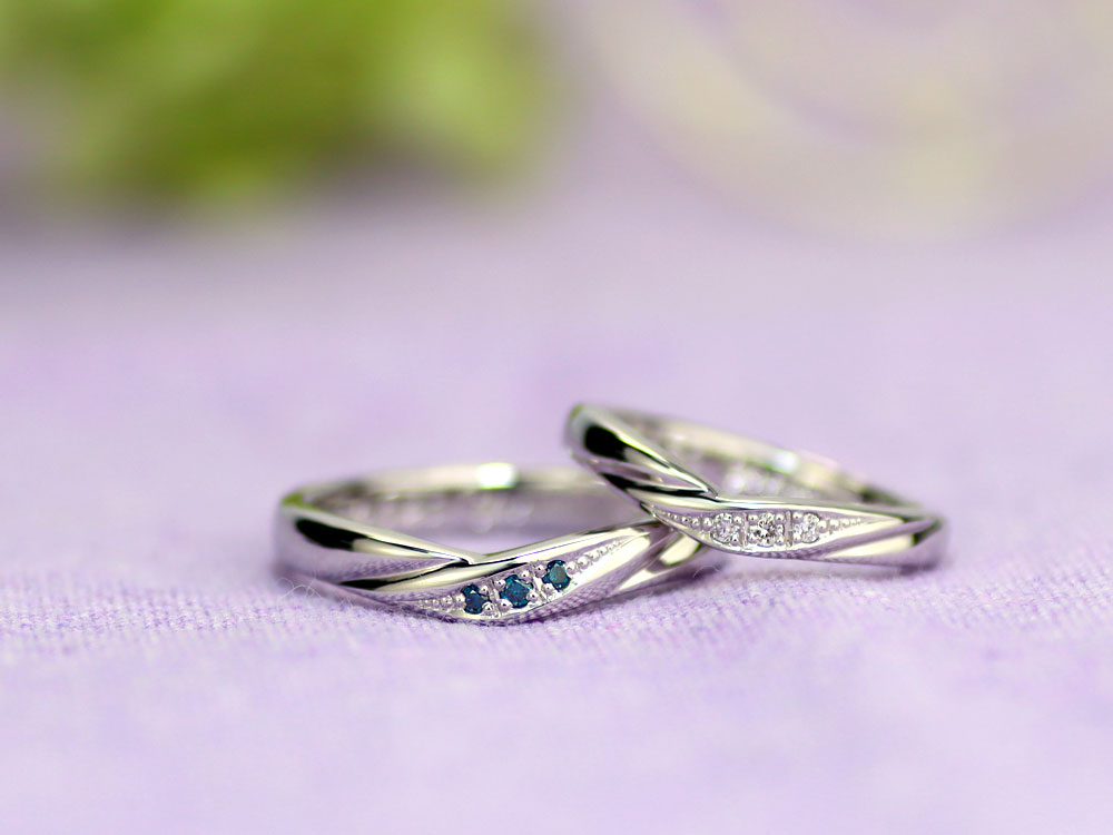 V字型ブルーダイヤ手作り結婚指輪