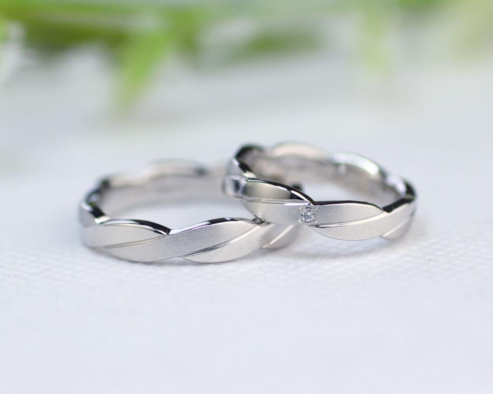 縄目模様に捻じれた手作り結婚指輪