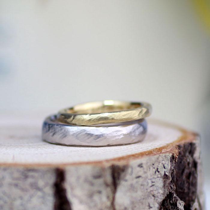 手作りの自然な削り跡を活かした手作り結婚指輪