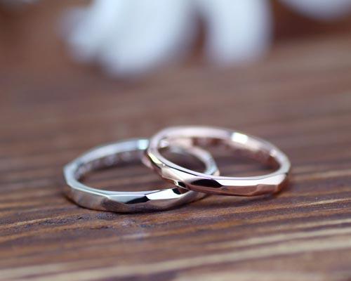 凸凹を光沢に仕上げた手作り結婚指輪