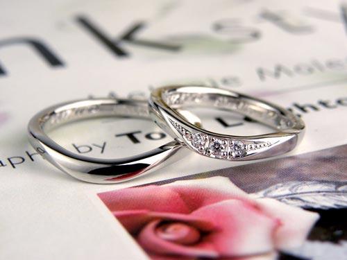 U字型ダイヤが豪華な手作り結婚指輪