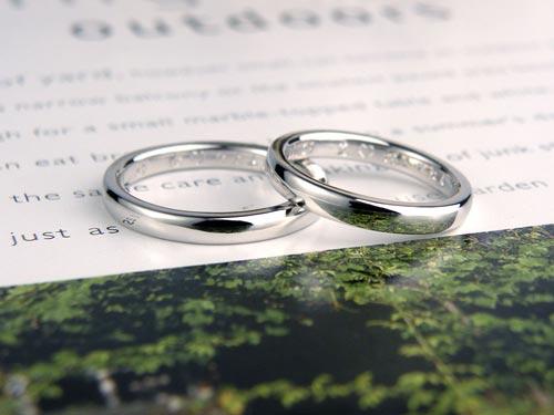 方言で愛の言葉を彫刻した結婚指輪