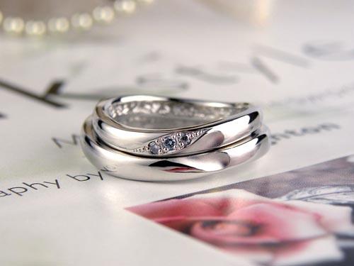 水色ダイヤの合わせるとハート手作り結婚指輪