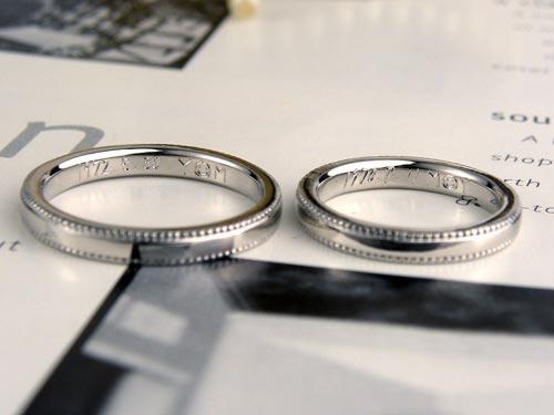 内側に手描きの文字マーク彫刻した結婚指輪