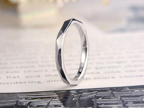自然仕上げのアンティーク手作り結婚指輪