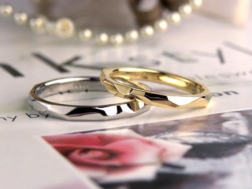 完成したゴールドとプラチナの結婚指輪
