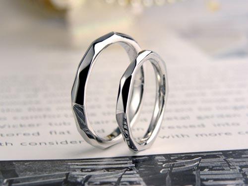 表面をランダムに削った手作り結婚指輪