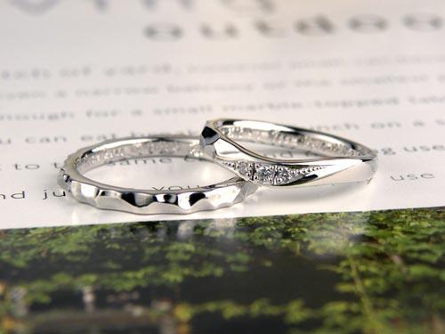 凸凹手作り感のある結婚指輪