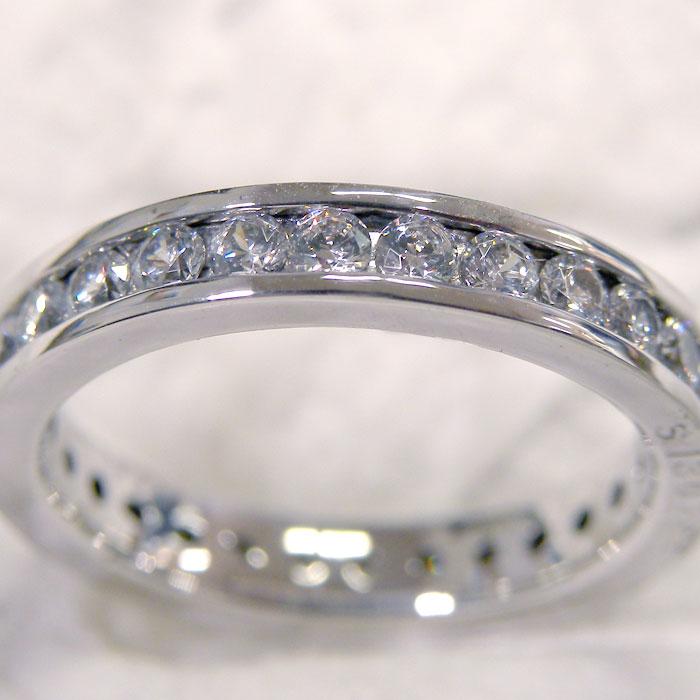 レール留めの結婚指輪