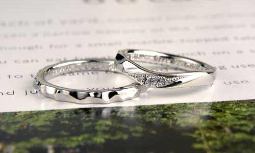 凸凹にダイヤでエレガントになった手作り結婚指輪