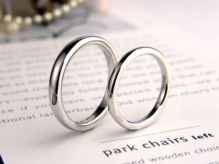 シンプルプラチナ結婚指輪