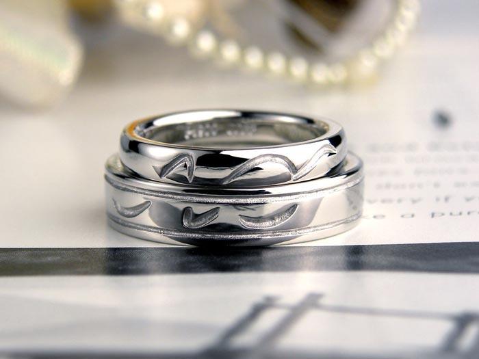 表面に自作模様の手作り結婚指輪