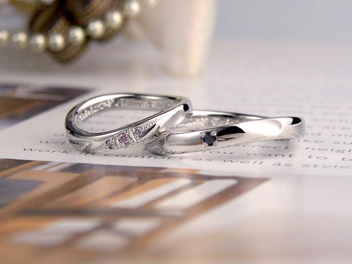 ピンクダイヤでイニシャル浮かぶ手作り結婚指輪