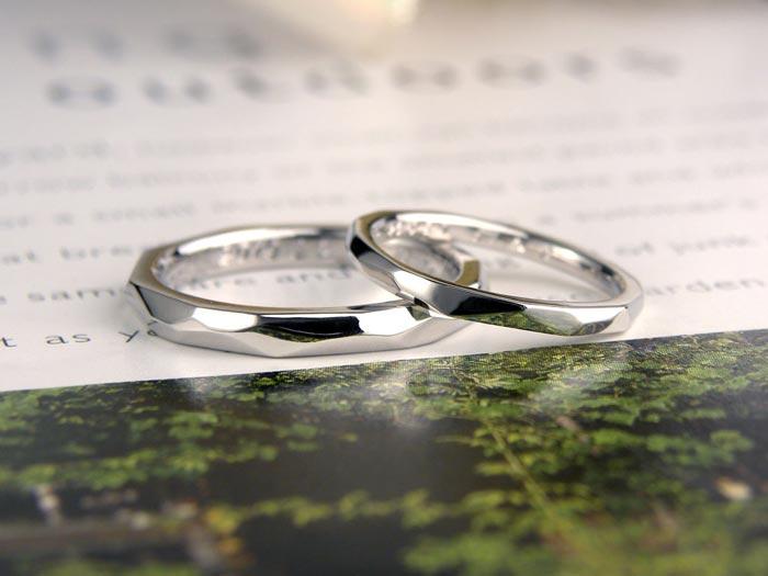 削った面がキラキラした手作り結婚指輪