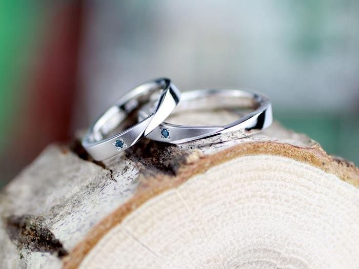 互い違いに段差の手作り結婚指輪