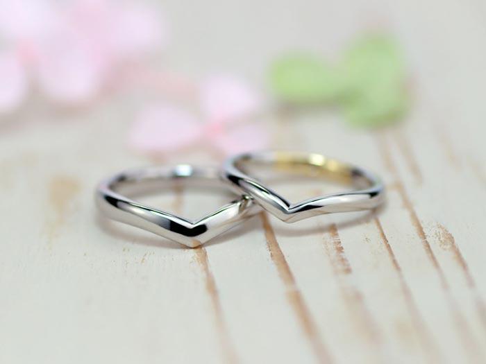 V字型の歪み方に拘った手作り結婚指輪