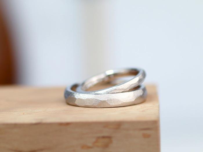 凸凹につや消しを入れた手作り結婚指輪