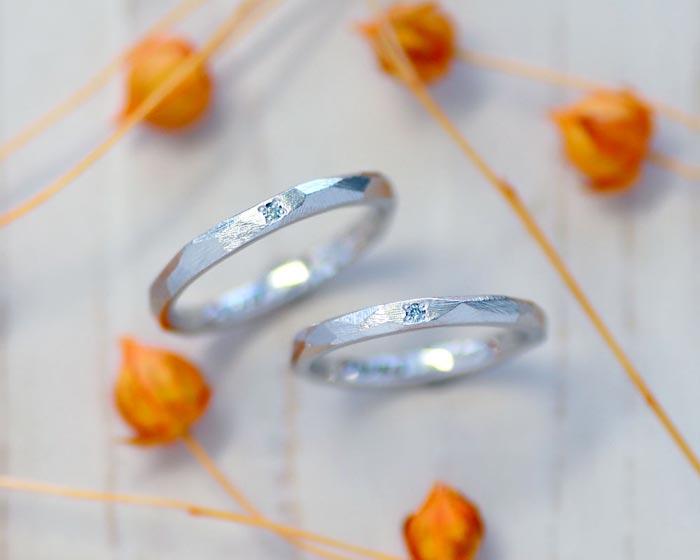 ヤスリの削り跡を活かした手作り結婚指輪
