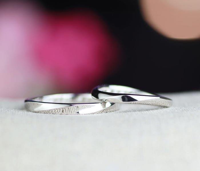 捻じれが共通のデザインの手作り結婚指輪