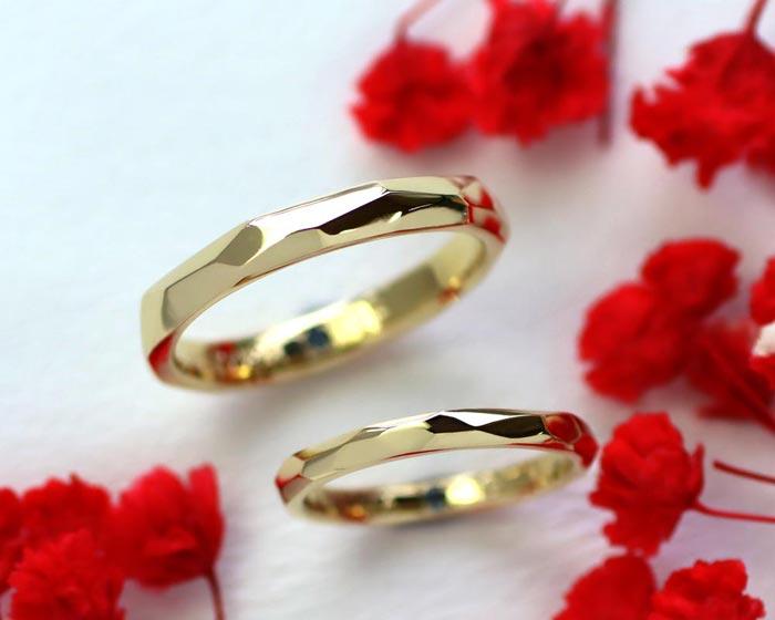 イエローゴールドの手作り感のある結婚指輪